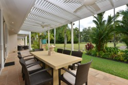 Outdoor Tropical Dining